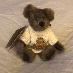 """Boyds Bear """"Humboldt"""" with Bee Hive Sweater"""